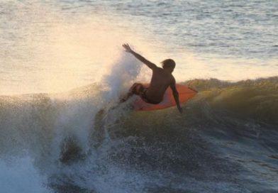 6 PANTAI SURFING DI BANTEN BAGI PEMULA SAMPAI PROFESIONAL